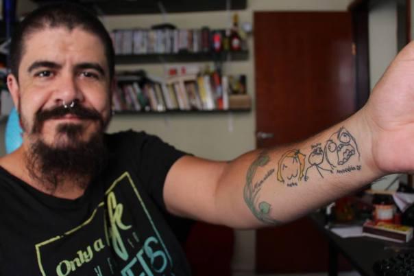 Pastor tatuado é sucesso no Facebook